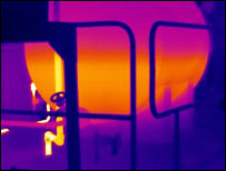 Thermal image showing the level of fluid within the vessel which cannot be seen in the visible image.